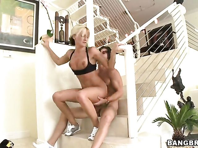 Blonde Val Malone with bubbly butt takes money shot on her lovely face