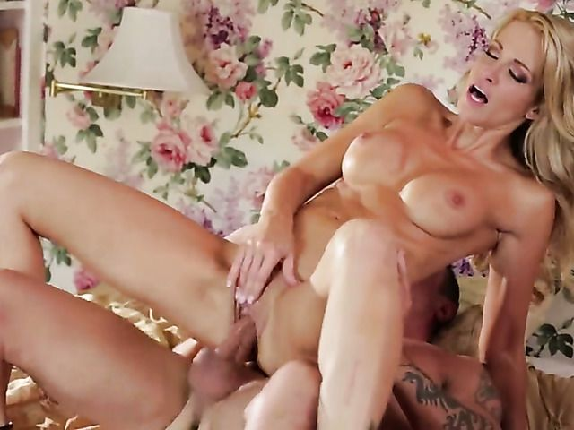 Jessica drake wants mans man meat to fuck her mouth